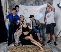 2016-07-02优乐娱乐平台《男人装》时尚性感棚拍合影