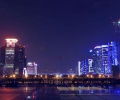 夜幕下的市民中心广场