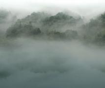 晨曦云雾小东江。