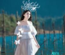 湖畔的爱丽丝