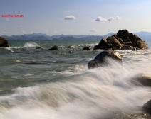 海浪与礁石