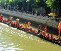广州端午节的龙舟。