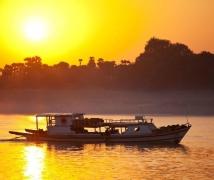 缅甸旅游之龙舟