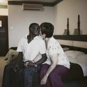 你不知道的肯尼亚:寻找慰藉与爱的欧洲妇女团